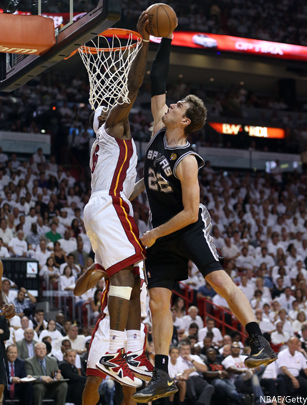 #lebron james blocks tiago splitter