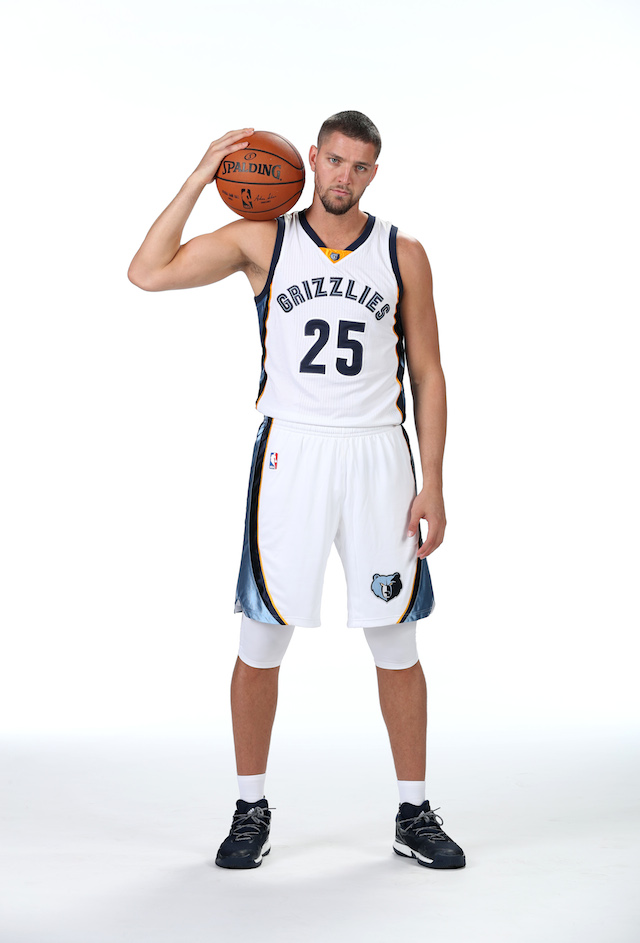 MEMPHIS, TN - SEPTEMBER 26: Chandler Parsons #25 of the Memphis Grizzlies poses for a portrait during Memphis Grizzlies Media Day on September 26, 2015 at FedExForum in Memphis, Tennessee. NOTE TO USER: User expressly acknowledges and agrees that, by downloading and or using this photograph, User is consenting to the terms and conditions of the Getty Images License Agreement. Mandatory Copyright Notice: Copyright 2016 NBAE (Photo by Joe Murphy/NBAE via Getty Images)