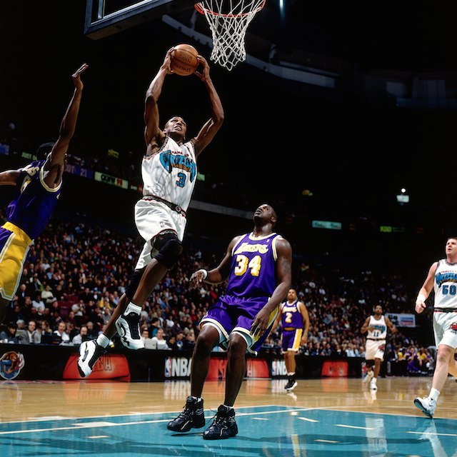 VANCOUVER, BC - JANUARY 6: Shareef Abdur-Rahim #3 of the Vancouver Grizzlies elevates for a dunk against Shaquille O'Neal #34 of the Los Angeles Lakers during a game at General Motors Palace on January 6, 1998 in Vancouver, British Columbia, Canada. NOTE TO USER: User expressly acknowledges that, by downloading and or using this photograph, User is consenting to the terms and conditions of the Getty Images License agreement. Mandatory Copyright Notice: Copyright 1998 NBAE (Photo by Andy Hayt/NBAE via Getty Images)