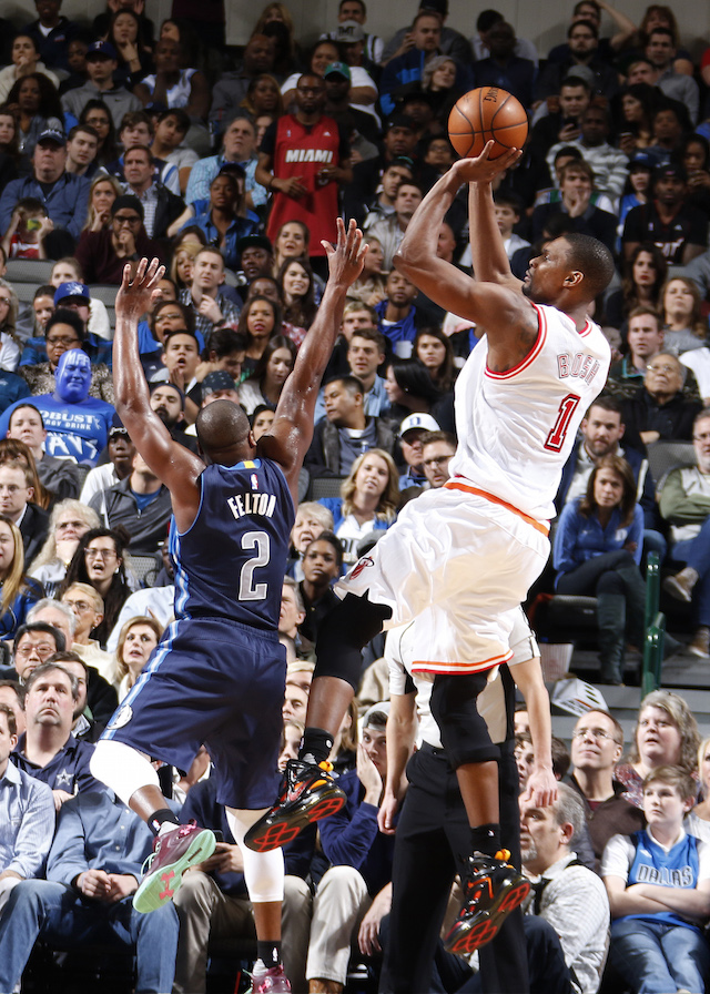 DALLAS, TX - FEBRUARY 3: Chris Bosh #1 of the Miami Heat shoots a jumper against Raymond Felton #2 of the Dallas Mavericks on February 3, 2016 at the American Airlines Center in Dallas, Texas. NOTE TO USER: User expressly acknowledges and agrees that, by downloading and or using this photograph, User is consenting to the terms and conditions of the Getty Images License Agreement. Mandatory Copyright Notice: Copyright 2016 NBAE (Photo by Danny Bollinger/NBAE via Getty Images)