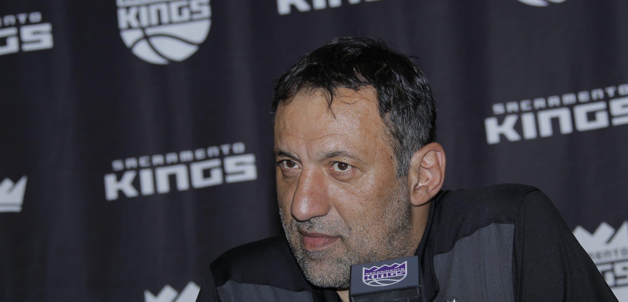 Vlade Divac of the Sacramento Kings