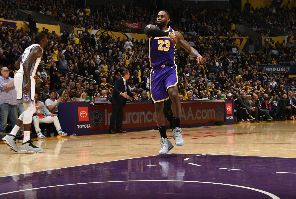 Post Up Lebron James Slams Home Poster Dunk Of The Season As Lakers Improve To 10 2 Slam