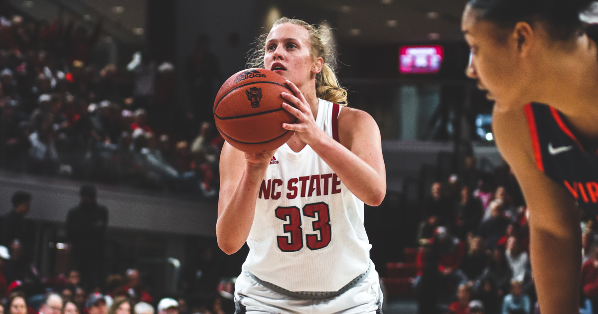 'Big Smile' Elissa Cunane Has Been Dominating College Basketball
