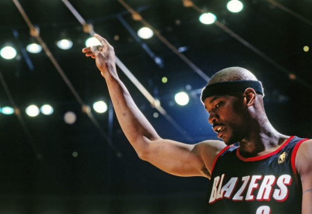 Clifford Robinson of the Portland Trail Blazers