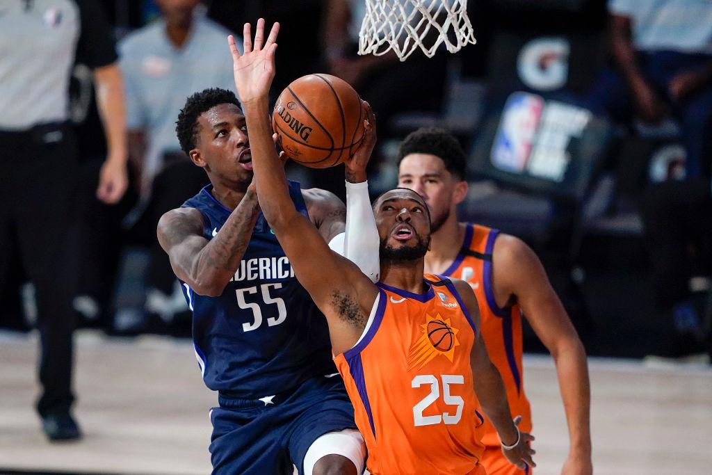 Delon Wright of the Dallas Mavericks